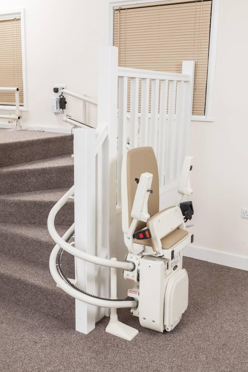 l 39 installation d 39 un monte escalier bouche du rh ne un v ritable savoir faire installation de. Black Bedroom Furniture Sets. Home Design Ideas